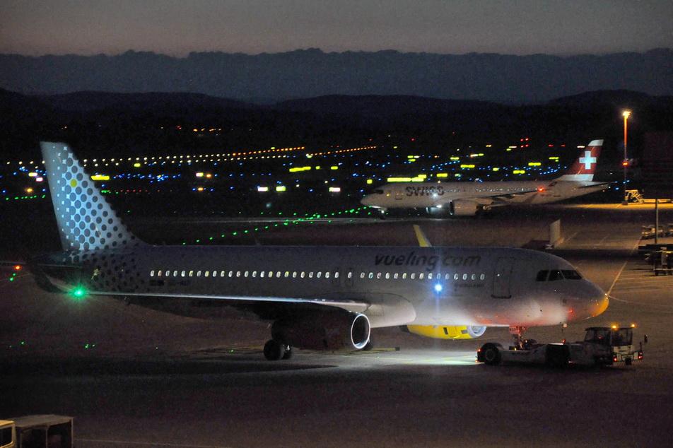 2018-9-7 Kloten Flughafen, bei Dunkelheit 15 - 72 px